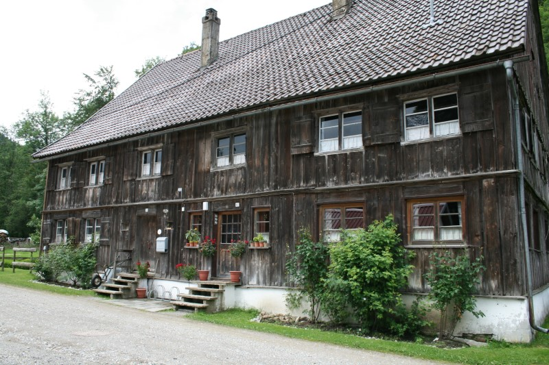 https://www.haustanne.de/wp-content/uploads/2017/03/dorffuehrung_02_arbeiterhaus.jpg